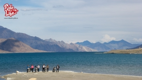 achingly-beautiful-views-of-pangong-tso