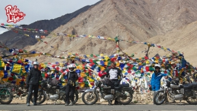 prayer-flags-at-mountain-passes