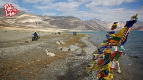 prayer-flags-at-places-of-high-wind