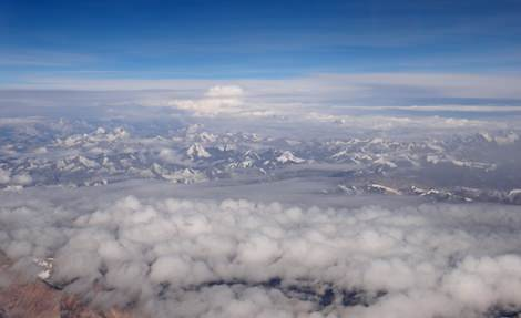 Flight to Leh, acclimatize to high altitude