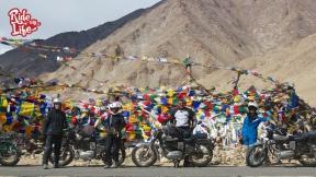 prayer-flags-at-mountain-passes